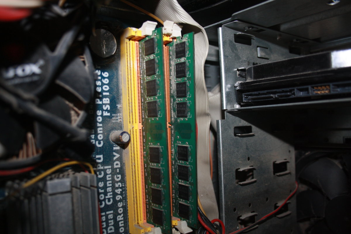 Что делать, если долго мигает монитор, лампочка, индикатор монитора при запуске, включении компьютера: инструкции, видео
