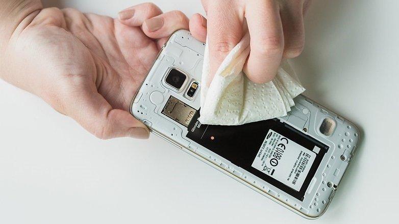 Что делать если сенсорный телефон упал в воду и не работает сенсор, динамик, не заряжается: пошаговая инструкция, видео. Как высушить телефон в рисе, на батарее? Как самостоятельно починить телефон, если он упал в воду, и не работает?